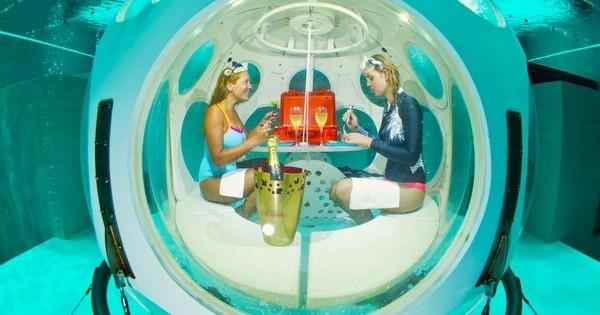 Le premier restaurant sous-marin du monde vient d'ouvrir ses portes... à Bruxelles !