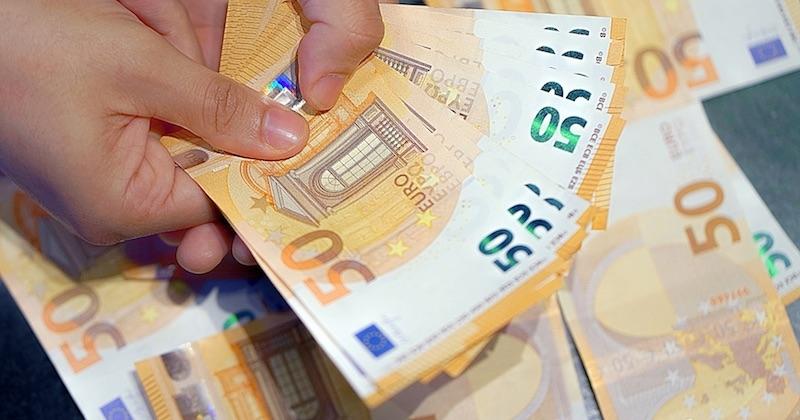 Confinée, cette Italienne a découvert un véritable trésor d'une valeur de 475 000 euros, en faisant le ménage chez elle