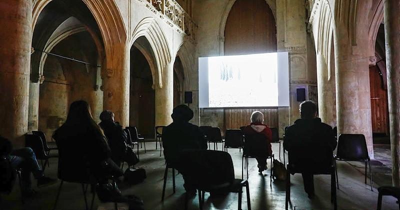 À Caen, un cinéma projette un film dans une église pour dénoncer le dédain du gouvernement envers la culture