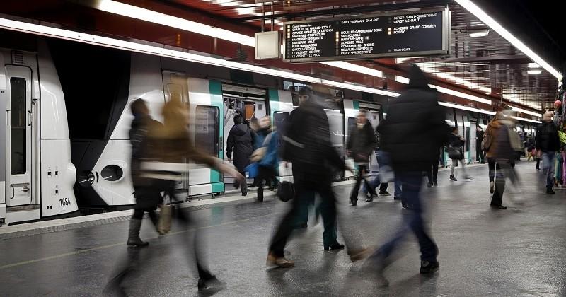 Naissance d'un bébé dans le RER A : La RATP lui offre la gratuité des transports jusqu'à ses 25 ans