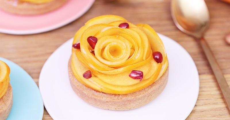 Préparez de jolies tartelettes fruitées à la grenade et aux kakis, pour un dessert gourmand !