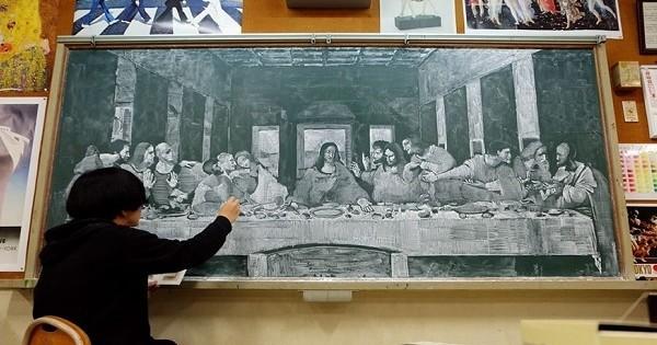 Un prof japonais dessine des fresques magnifiques à la craie sur tableau noir... C'est à couper le souffle !