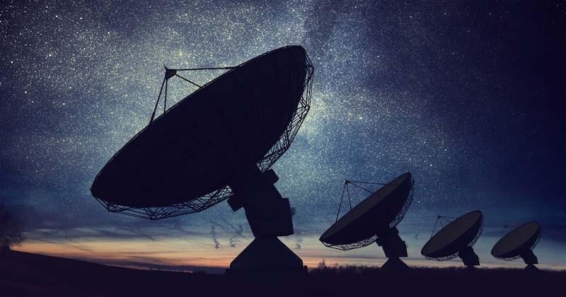 De nouveaux flashs répétitifs venant de l'extérieur de notre galaxie intriguent les scientifiques