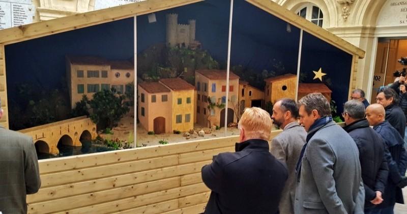 La mairie de Béziers sommée par la justice de retirer sa crèche de Noël, installée dans la cour de l'hôtel de ville