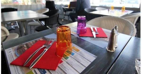 bretagne   des cv imprim u00e9s sur des sets de table des restaurants afin d u0026 39 aider les ch u00f4meurs    c