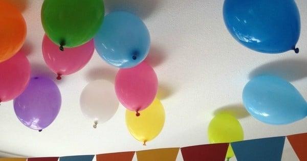Comment faire tenir un ballon de baudruche au plafond - Gonfler ballon sans helium ...