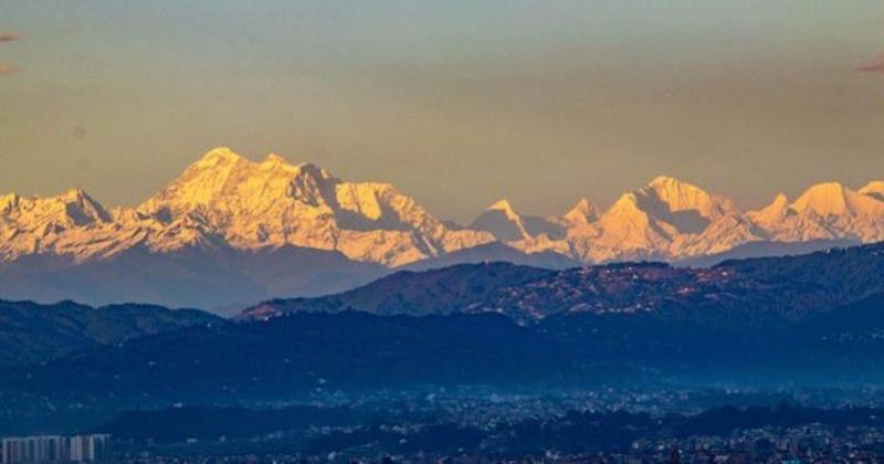 Grâce au confinement, l'Everest est visible depuis Katmandou pour la première fois depuis de nombreuses années