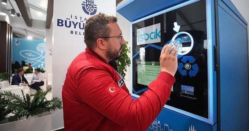 Le métro d'Istanbul propose de recharger sa carte en recyclant ses déchets