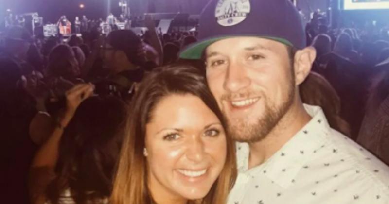 Aux États-Unis, une femme épouse un homme qui lui a sauvé la vie lors d'une fusillade