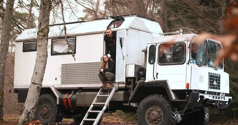 Ce couple a décidé d'aménager un camion de l'armée pour en faire leur maison