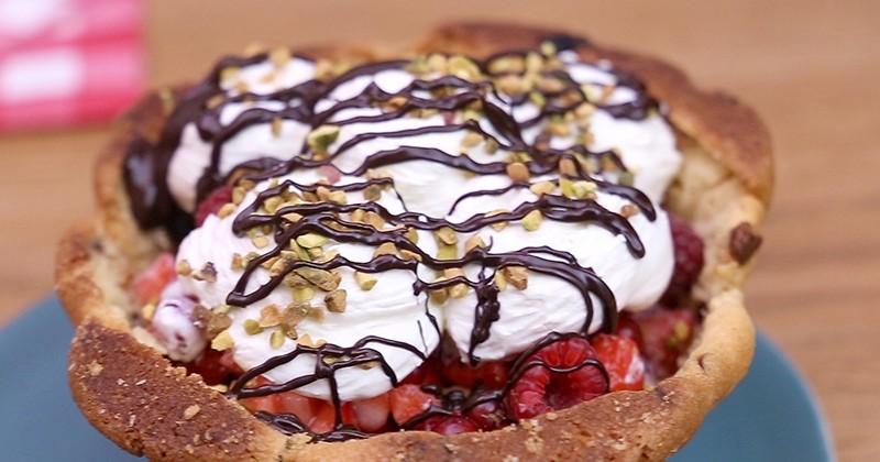 Réalisez un dessert express avec le Cookie Bowl garni de fruits rouges!