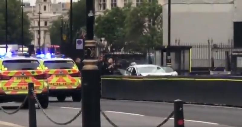 Une voiture blesse plusieurs personnes après avoir percuté le Parlement britannique