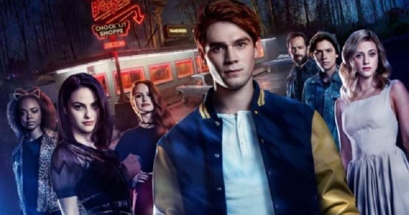 Riverdale saison 5 : un poster sanglant et des premières images inédites dévoilés