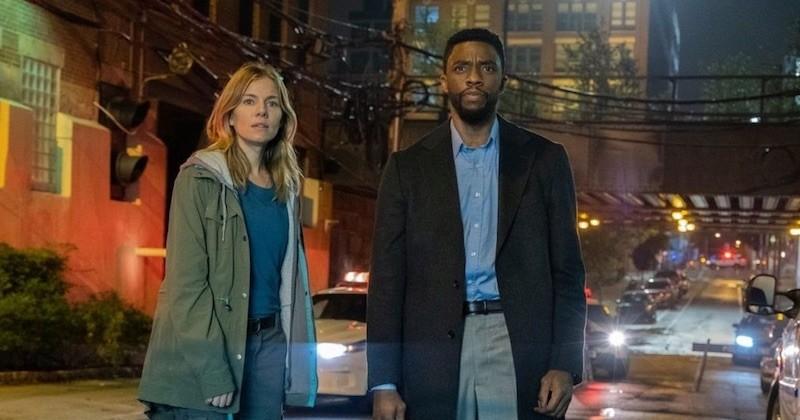 L'actrice Sienna Miller révèle que Chadwick Boseman lui a donné une partie de son salaire sur le tournage de « Manhattan Lockdown »