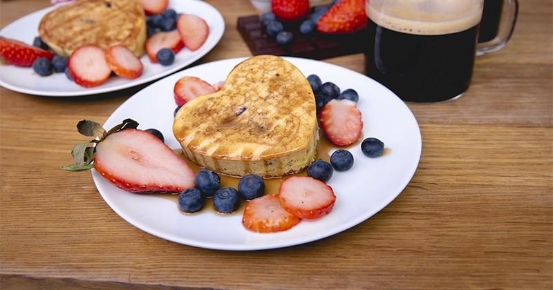 Des pancakes cœur de chocolat faits avec amour!