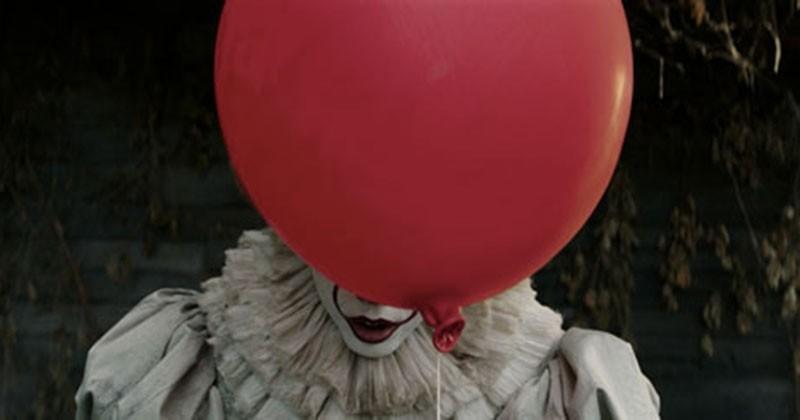 « Ça » : l'abominable clown revient nous donner des cauchemars dans une première bande-annonce terrifiante qui vient enfin de tomber !