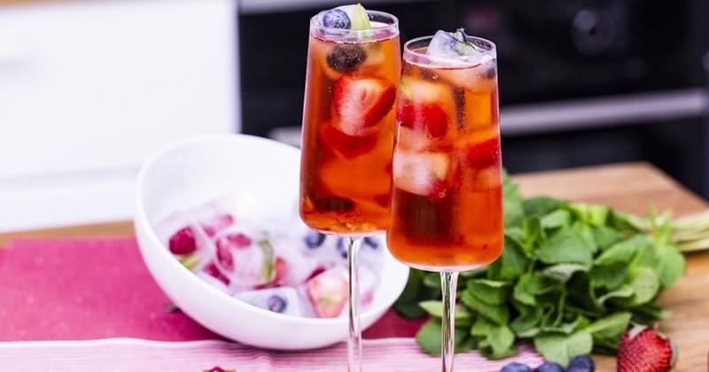 cidre rosé aux glaçons aux fruits