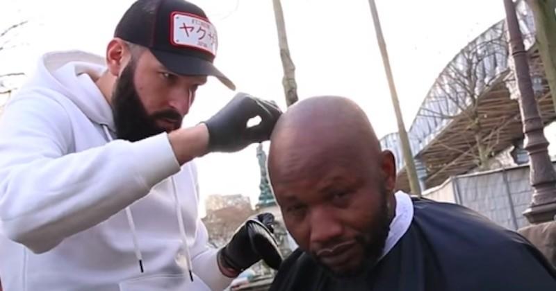 Ces barbiers offrent de leur temps aux SDF de Paris !