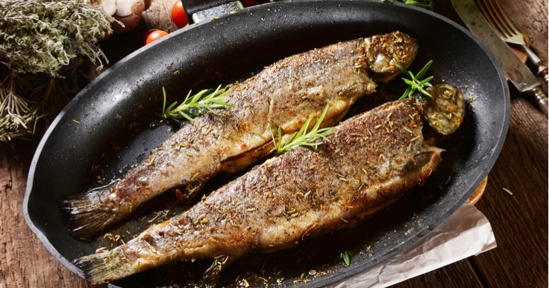 Revenez aux bases avec la recette des merlans ou truites meunière!