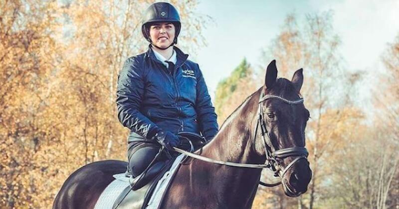 Après avoir perdu ses deux jambes dans un accident, cette cavalière est remontée à cheval et participe à des concours