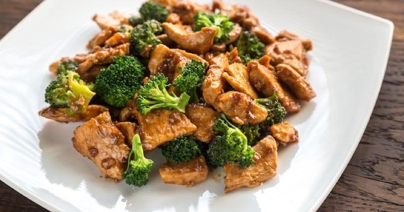 poulet au caramel avec des brocolis