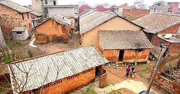 Un milliardaire est revenu dans son village d'origine et a changé le quotidien des gens qui y résident ! Vraiment touchant...