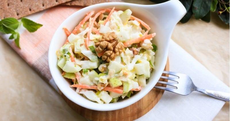 Salade de riz aux pommes, poires et noix