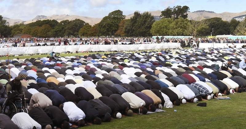À Christchurch, des milliers de personnes réunies pour un hommage national émouvant aux victimes