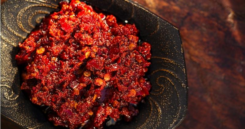 Pimentez vos assiettes avec la recette originale de la harissa!