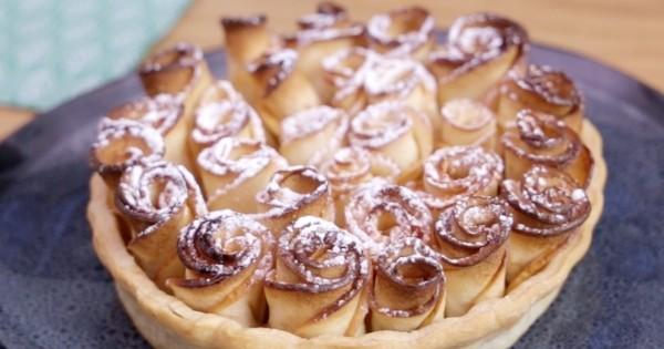 Pour le goûter, réalisez une petite tarte rose aux pommes, un dessert léger et trop mignon !