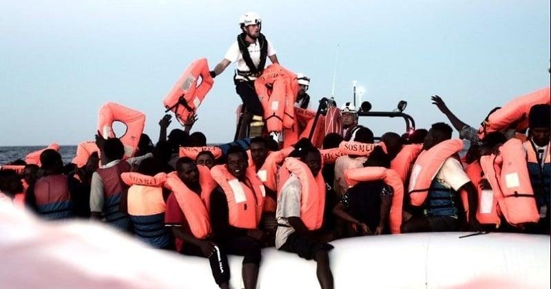 Un navire humanitaire avec 629 personnes à son bord cherche désespérément un port pour accoster en Méditerranée