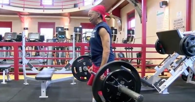 À 82 ans, cette mamie bodybuildeuse tabasse son cambrioleur qui finit à l'hôpital
