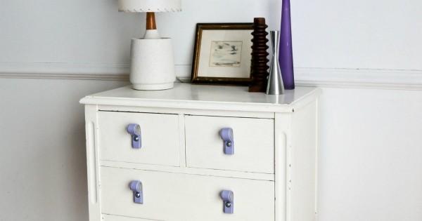 relookez une vieille commode gr ce cette ceinture que vous ne portez plus. Black Bedroom Furniture Sets. Home Design Ideas