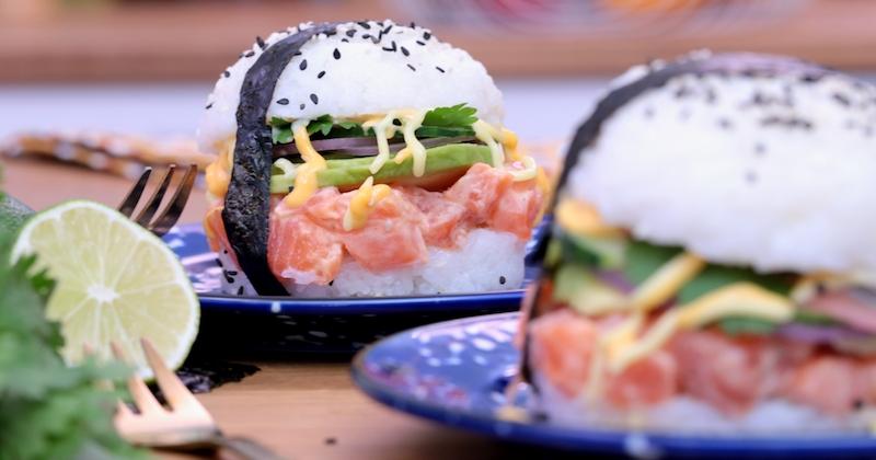 Revisitez le burger en y ajoutant de la fraîcheur grâce au sushi burger au saumon et à l'avocat!
