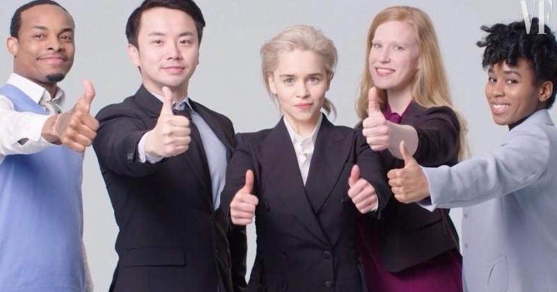Emilia Clarke parodie avec élégance et dérision des photos de banques d'images à mourir de rire