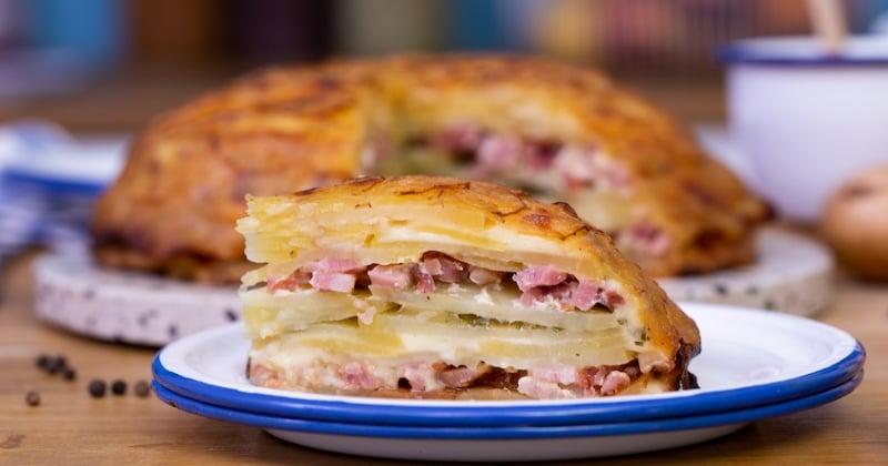 Découvrez l'ambitieux dôme géant de pomme de terre, à la raclette et aux lardons!