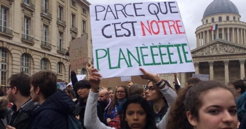 Les 15 pancartes les plus créatives pendant la Marche du Climat pour dénoncer le réchauffement climatique