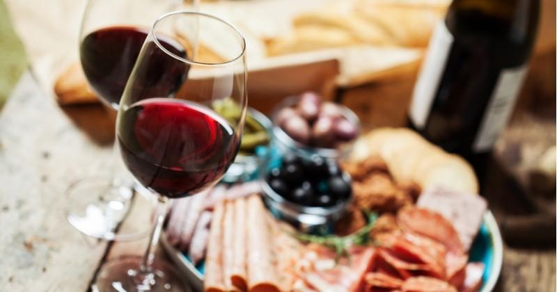 Découvrez les meilleurs spots pour célébrer l'arrivée des Beaujolais Nouveaux !