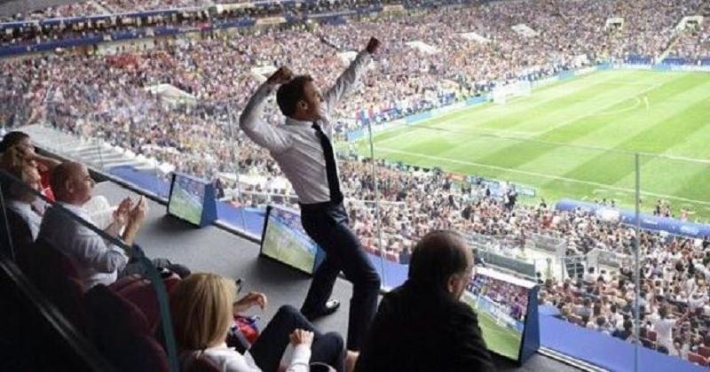 Coupe du monde 2018: ce moment où Emmanuel Macron saute de joie au premier but des Bleus est devenu culte