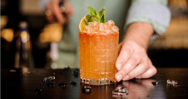 Le cocktail incontournable de l'été, le Mai Tai au rhum ambré, au citron vert et sirop d'orgeat