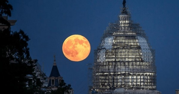C'est ce soir que la lune nous promet un spectacle inoubliable dans le ciel. On vous explique comment l'observer dans les meilleures conditions possible afin d'en profiter un maximum !