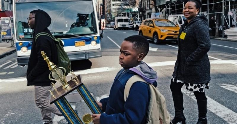 Un réfugié nigérian devient champion d'échecs de New York à seulement 8 ans et surprend tout le monde