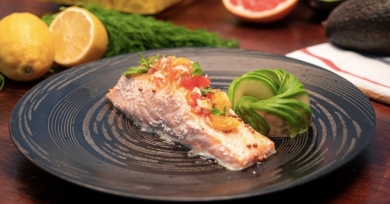 saumon confit à l'huile d'olive et salsa d'agrumes