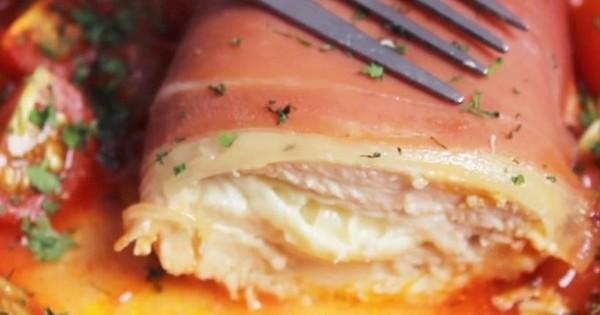 De la dinde farcie au fromage et à la sauce tomate au menu de ce soir : trop bon et trop facile à faire !