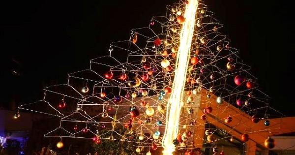 20 sapins de Noël vraiment pas comme les autres ! Quelle créativité, c'est impressionnant...