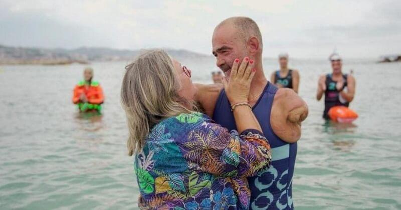 Amputé des deux bras, il s'est lancé le défi de traverser la Méditerranée à la nage
