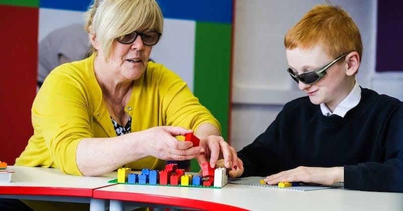 Lego lance des briques en braille pour faciliter l'insertion des enfants malvoyants
