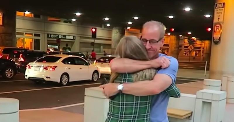 Cette jeune femme de 31 ans rencontre son père biologique pour la première fois