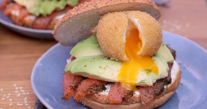 Pour un bagel exceptionnel, remplacez votre œuf mollet par notre version croustillante!