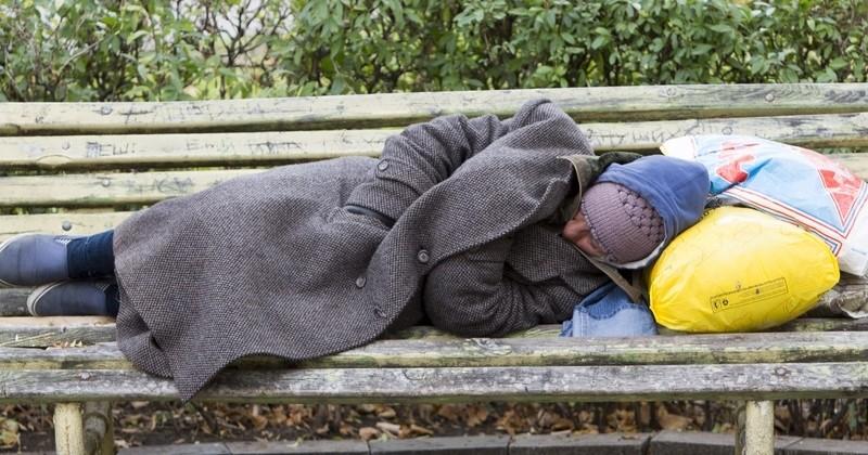 Se regrouper pour aider concrètement des sans-abri, en leur achetant des appartements : le pari réussi de l'association Toit à Moi